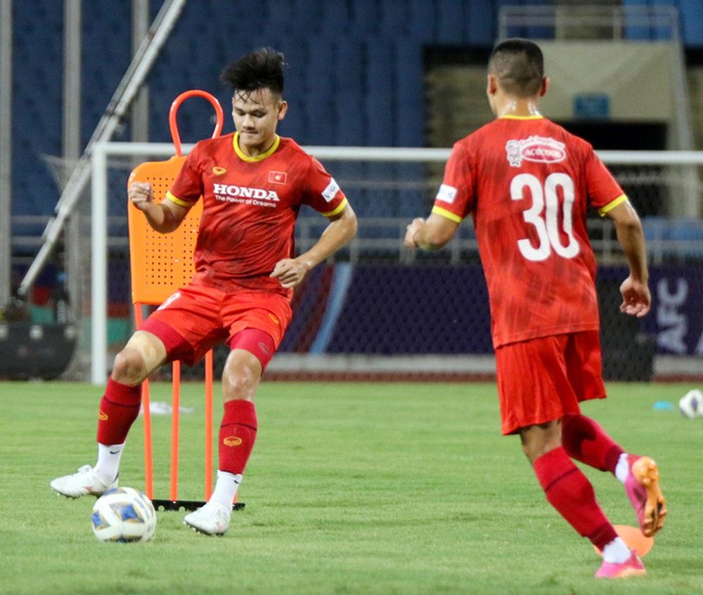 Tuyển Việt Nam về tập luyện ở sân đấu bất bại suốt 5 năm qua - Ảnh 8.