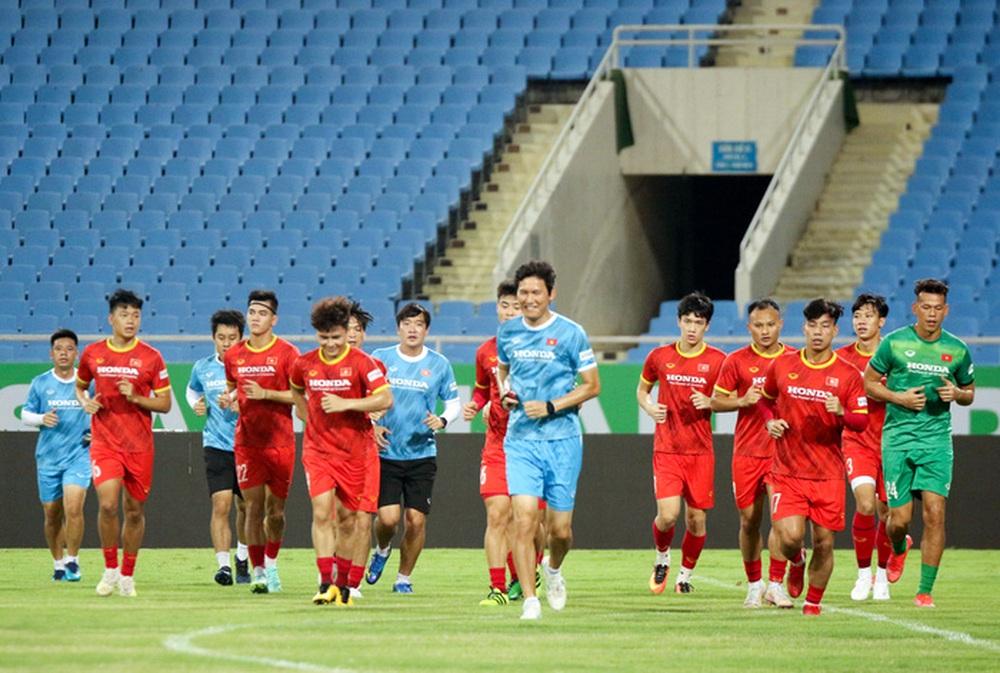 Tuyển Việt Nam về tập luyện ở sân đấu bất bại suốt 5 năm qua - Ảnh 3.