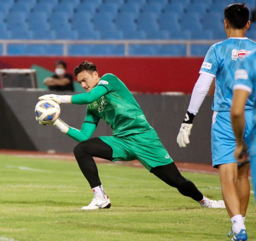 Tuyển Việt Nam về tập luyện ở sân đấu bất bại suốt 5 năm qua - Ảnh 7.