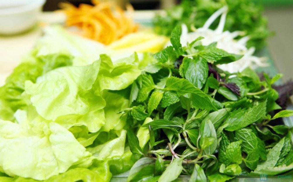 Ăn thức ăn sống như trái cây, rau sống... có sợ nhiễm SARS-CoV-2 không? Bác sĩ dinh dưỡng giải đáp