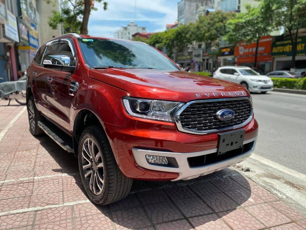 Ngoài giảm 'sốc' hơn 100 triệu, Ford Everest lấy gì để 'vượt mặt' Toyota Fortuner, Hyundai SantaFe? - Ảnh 1.