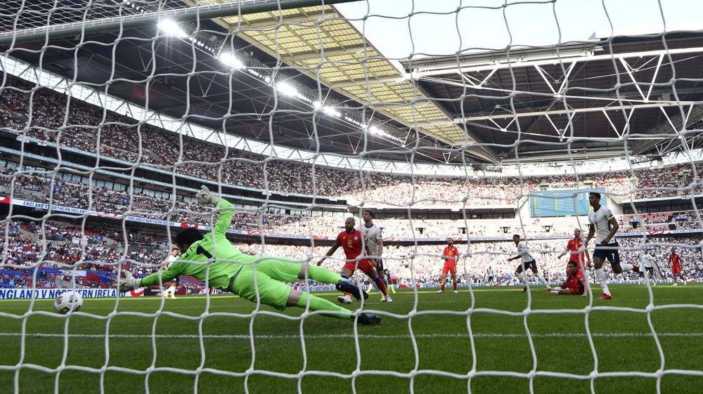 Lingard gây sốt với màn trình diễn 10 điểm và pha ăn mừng như Ronaldo - Ảnh 2.