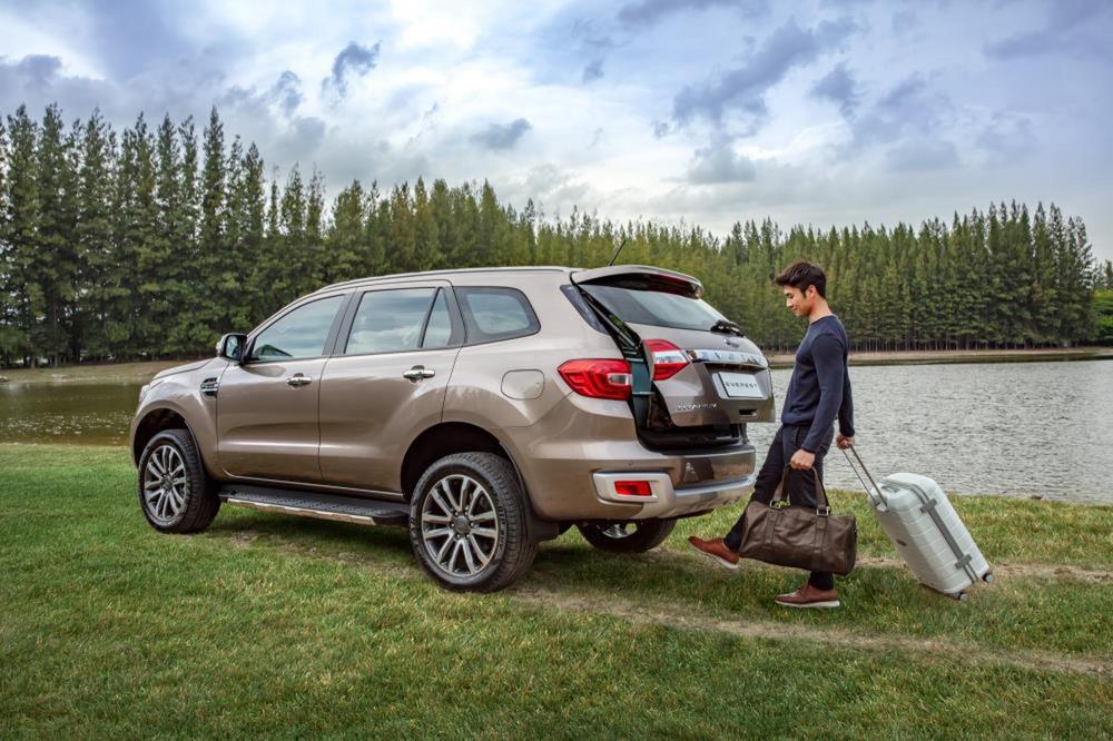 Ngoài giảm 'sốc' hơn 100 triệu, Ford Everest lấy gì để 'vượt mặt' Toyota Fortuner, Hyundai SantaFe? - Ảnh 2.