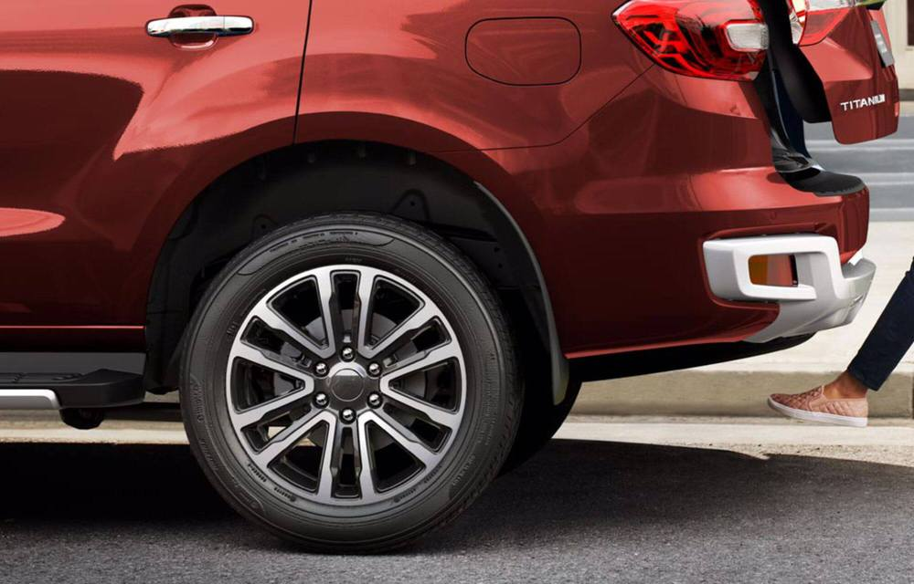 Ngoài giảm 'sốc' hơn 100 triệu, Ford Everest lấy gì để 'vượt mặt' Toyota Fortuner, Hyundai SantaFe? - Ảnh 4.