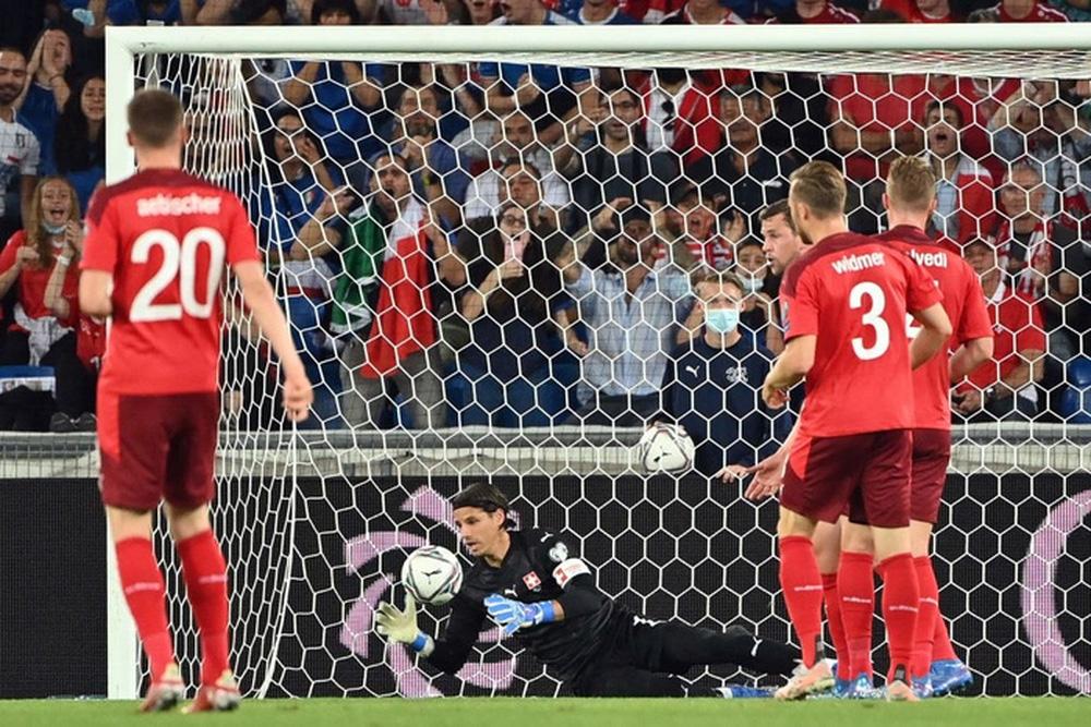 Jorginho đá hỏng 11m, Italy hoà Thuỵ Sĩ trong trận cầu không bàn thắng - Ảnh 6.