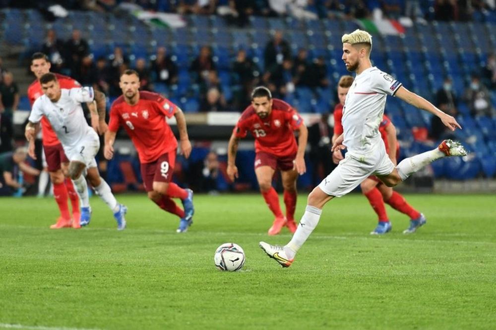 Jorginho đá hỏng 11m, Italy hoà Thuỵ Sĩ trong trận cầu không bàn thắng - Ảnh 7.