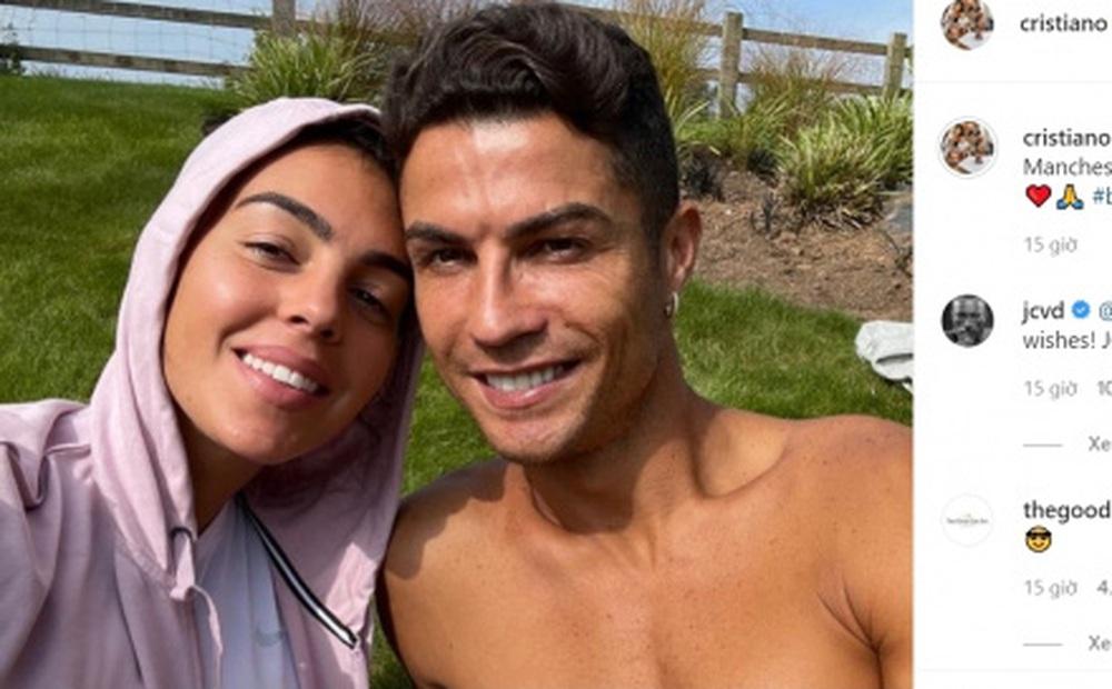 """Ronaldo gây """"bão mạng"""" khi chia sẻ về cuộc sống mới ở Manchester"""