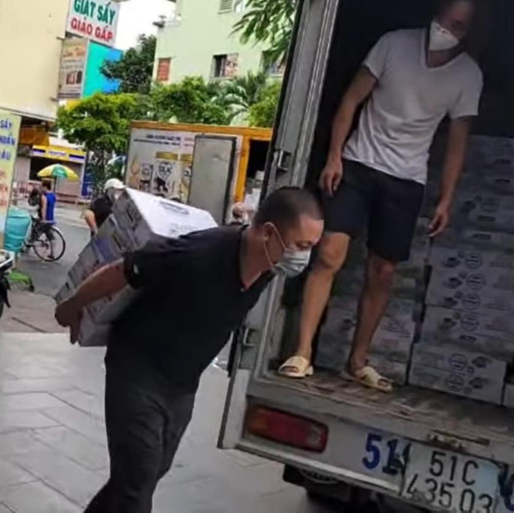 Việt Hương: Tôi đến lạy mấy người luôn! - Ảnh 1.