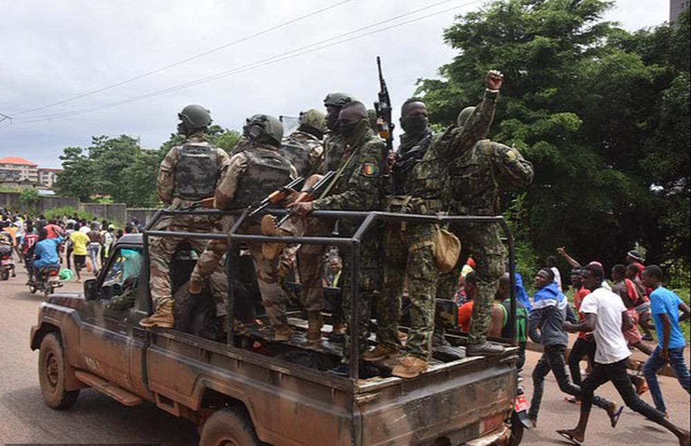 Đảo chính quân sự ở Guinea, Liverpool gửi chuyên cơ giải cứu ngôi sao - Ảnh 1.