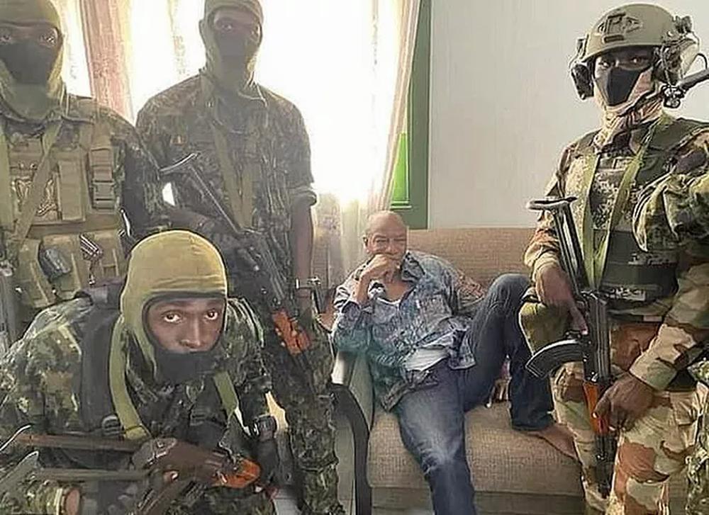 Đảo chính quân sự ở Guinea, Liverpool gửi chuyên cơ giải cứu ngôi sao - Ảnh 6.