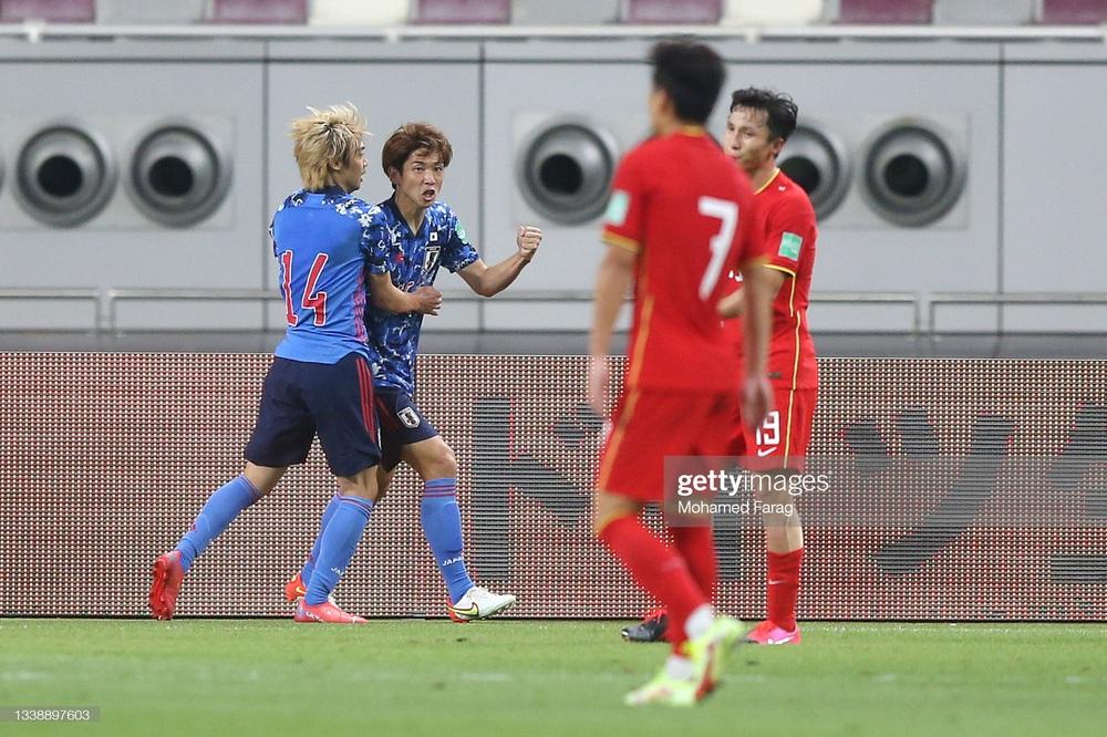 Bất ngờ dự khán trận Trung Quốc vs Nhật Bản, Giáo sư Wenger sắp thành đối thủ của thầy Park? - Ảnh 1.