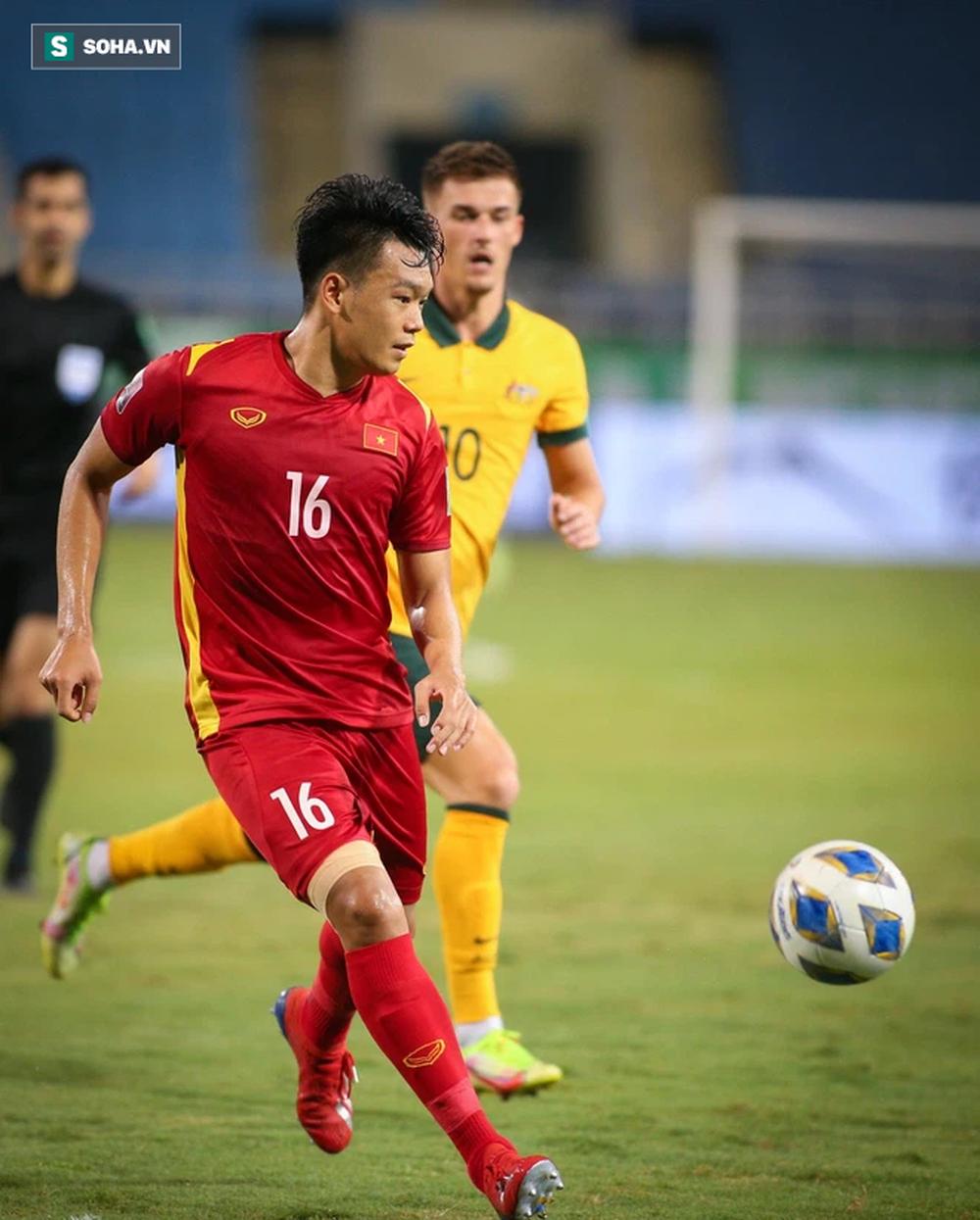 NÓNG: Thầy Park nhận tin dữ, trung vệ ĐT Việt Nam chấn thương nặng sau trận gặp Australia - Ảnh 1.