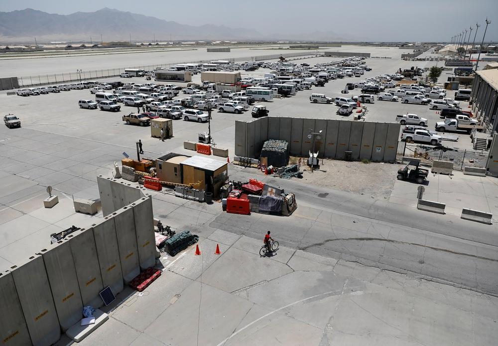 Bị tố sắp đổ bộ chiếm đóng căn cứ số 1 của Mỹ tại Afghanistan, Trung Quốc nói gì? - Ảnh 1.