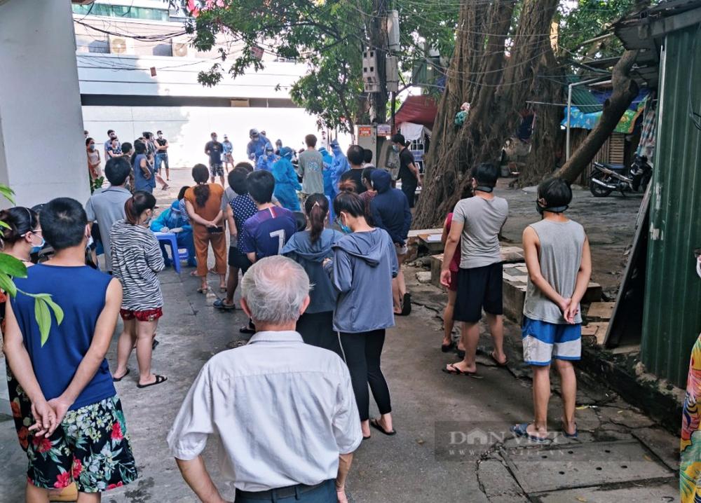 """Hà Nội: Chủ tịch Đống Đa chỉ đạo kiểm tra nhân viên y tế """"quên"""" sát khuẩn - Ảnh 2."""
