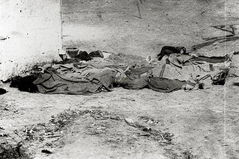 Thảm án rùng rợn ở Mỹ: 500 người tràn vào phố người Hoa, vây ráp 17 người Trung Quốc rồi lê xác đi treo cổ giữa phố - Ảnh 4.
