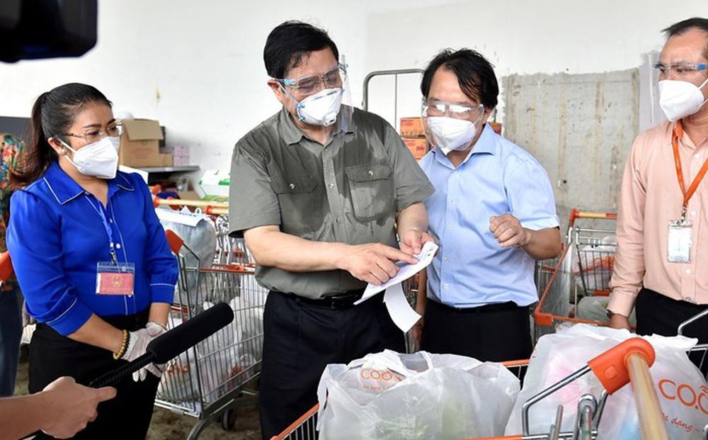 Thủ tướng chỉ đạo kiểm tra việc cán bộ yêu cầu dân phải có chứng nhận tiêm vaccine mũi 1 mới được nhận hỗ trợ