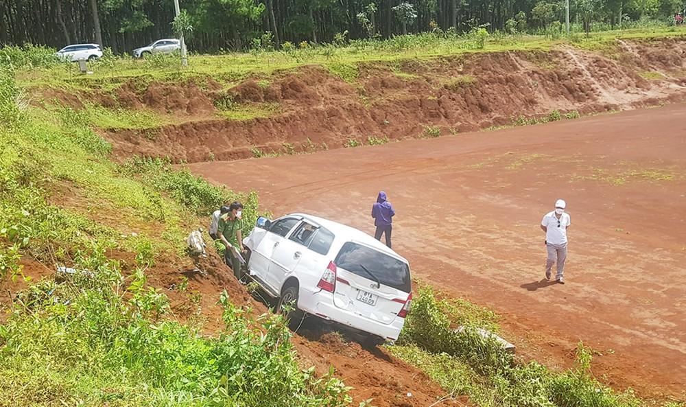 Gia Lai: Mâu thuẫn trong làm ăn, nam tài xế lái xe ô tô tông thẳng vào xe của người phụ nữ - Ảnh 1.