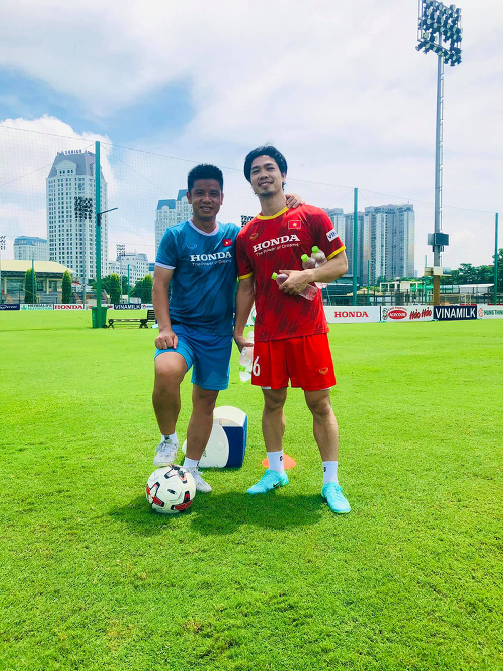 Đồng đội nghỉ ngơi, Công Phượng vùi mình tập luyện để sớm trở lại tuyển Việt Nam - Ảnh 1.