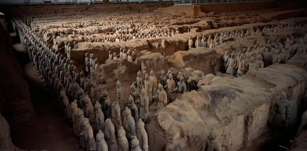 Bí ẩn đằng sau 8000 chiến binh đất nung của Tần Thủy Hoàng - Ảnh 1.