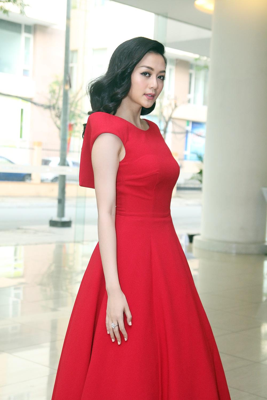 Chị em Phương Linh gợi cảm lấn át Thiều Bảo Trang - Ảnh 1.
