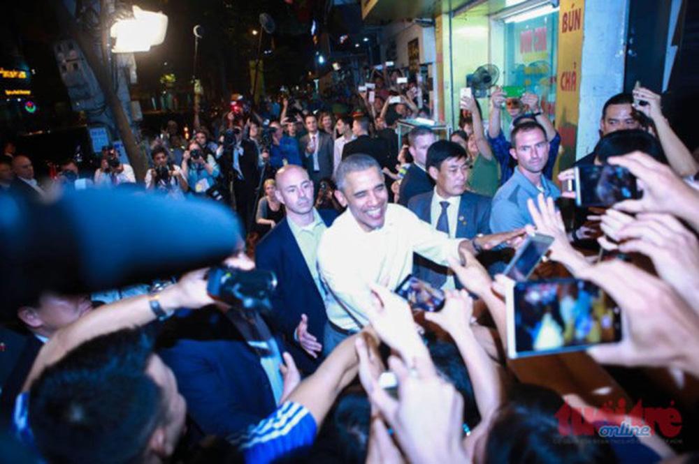 15 hình ảnh thân thiện của Tổng thống Obama ở Việt Nam - Ảnh 11.