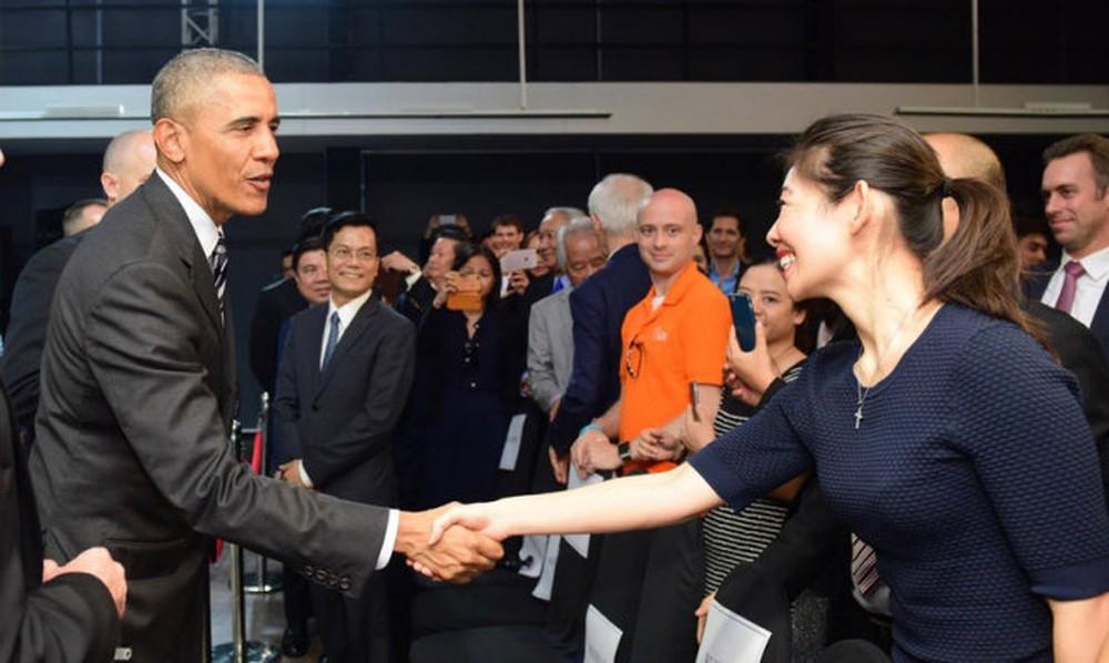 15 hình ảnh thân thiện của Tổng thống Obama ở Việt Nam - Ảnh 14.