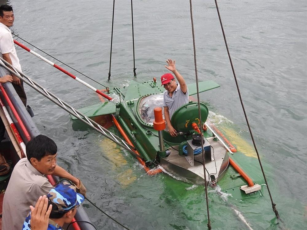 Hình ảnh độc khi tàu ngầm mini Hoàng Sa ra đại dương - Ảnh 1.
