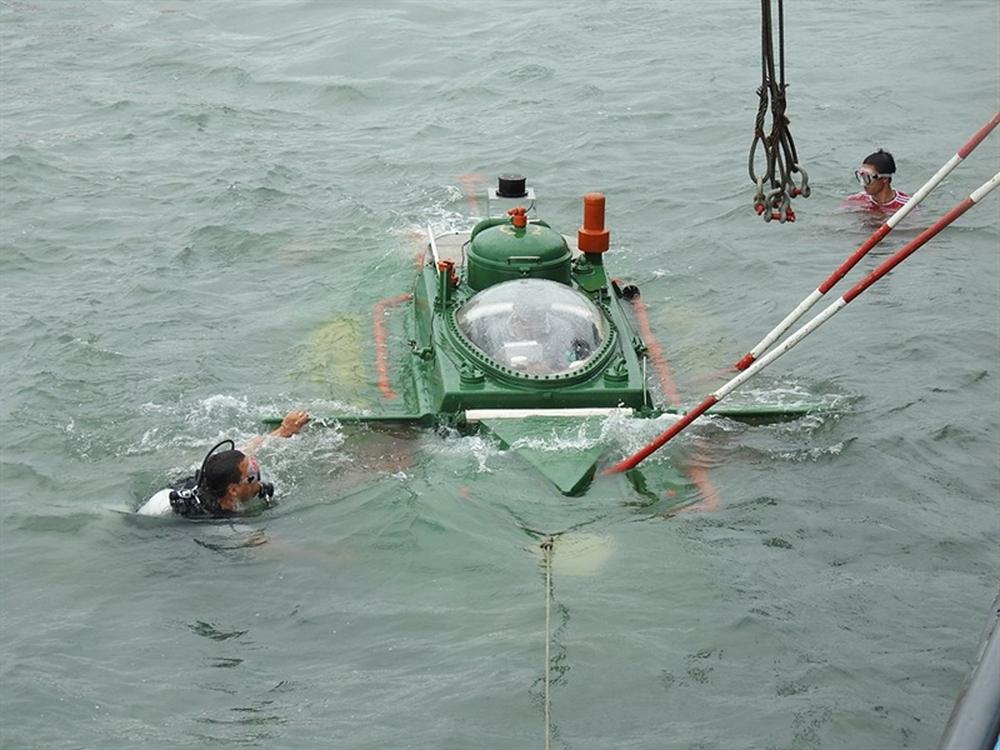 Hình ảnh độc khi tàu ngầm mini Hoàng Sa ra đại dương - Ảnh 2.