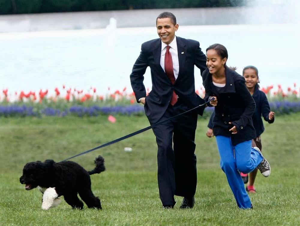 Sinh nhật tuổi 55, Obama trải lòng về... phụ nữ - Ảnh 1.
