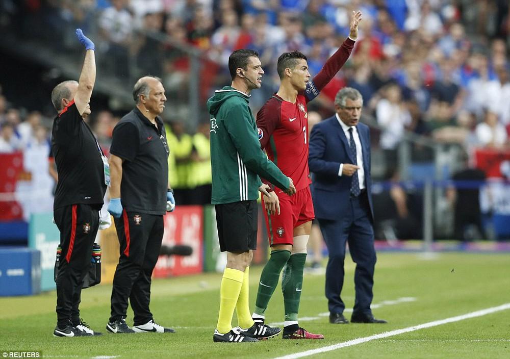 Ronaldo: Khóc lóc rời sân rồi cực yêu khi cướp quyền chỉ đạo - Ảnh 7.
