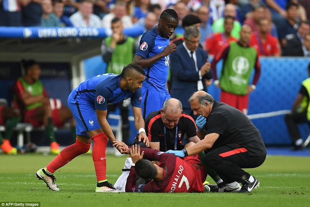 Ronaldo: Khóc lóc rời sân rồi cực yêu khi cướp quyền chỉ đạo - Ảnh 5.