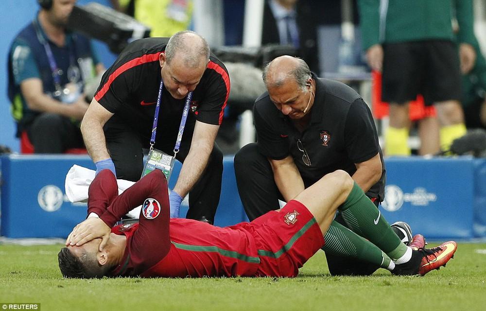 Ronaldo: Khóc lóc rời sân rồi cực yêu khi cướp quyền chỉ đạo - Ảnh 6.