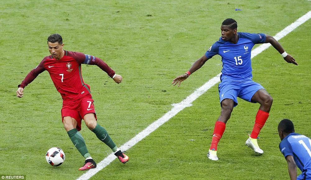 Ronaldo: Khóc lóc rời sân rồi cực yêu khi cướp quyền chỉ đạo - Ảnh 2.