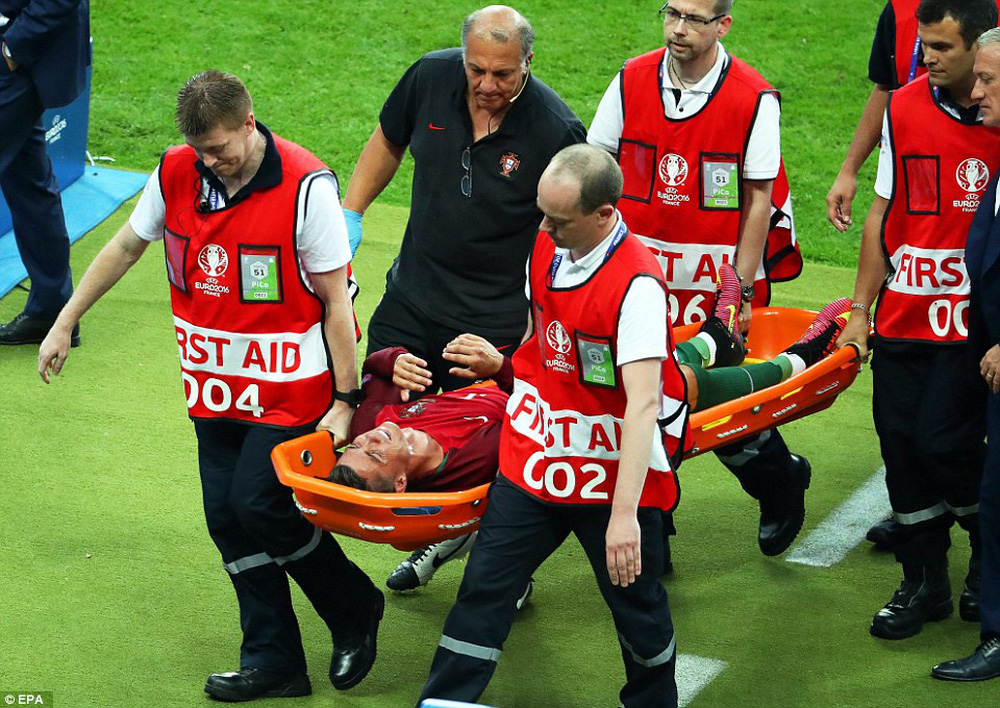 Ronaldo: Khóc lóc rời sân rồi cực yêu khi cướp quyền chỉ đạo - Ảnh 11.