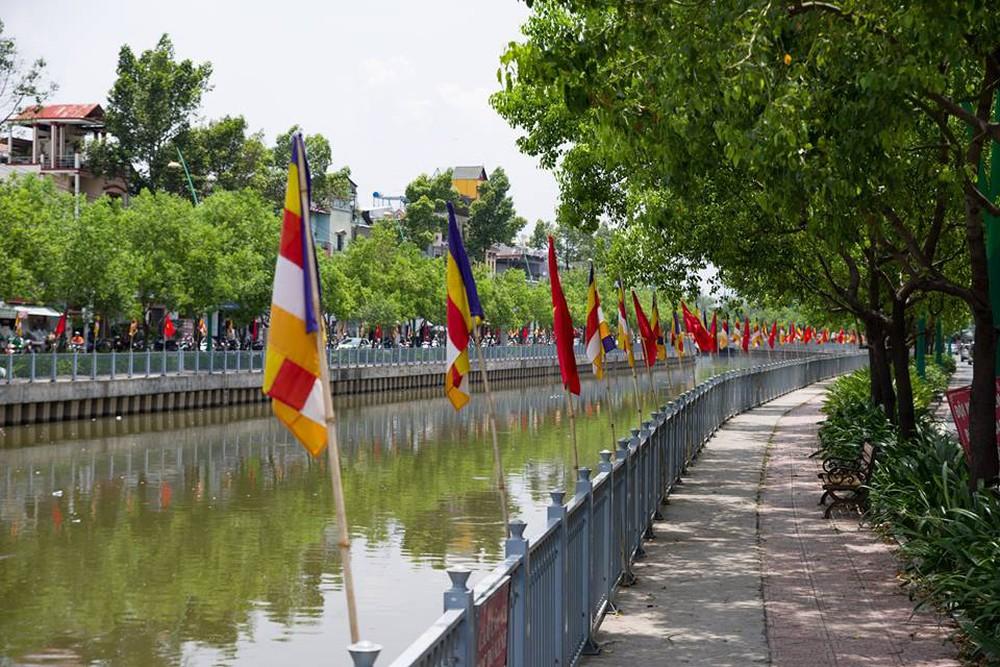 Sài Gòn rực rỡ mừng Đại lễ Phật Đản 2017 - Ảnh 1.