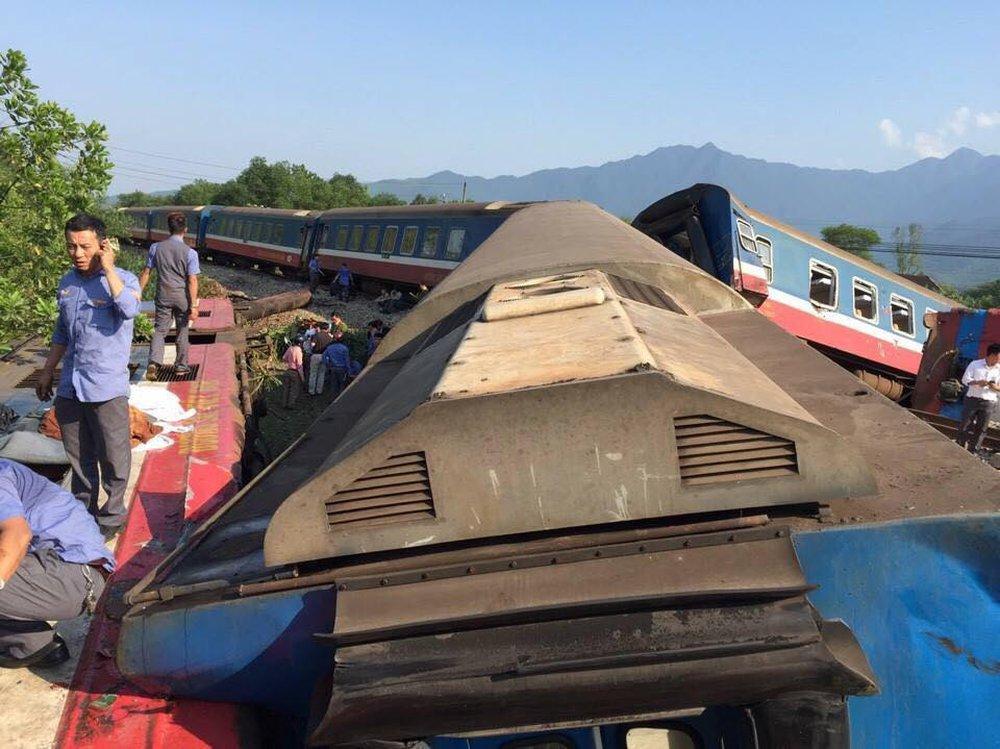 Thừa Thiên Huế: Tàu hoả đâm xe tải, lật khỏi đường ray, 3 người chết tại chỗ - Ảnh 3.