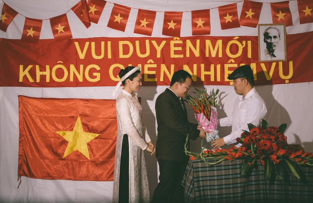 Bộ ảnh 100 năm đám cưới Việt Nam khiến người xem vừa lạ vừa quen - Ảnh 6.