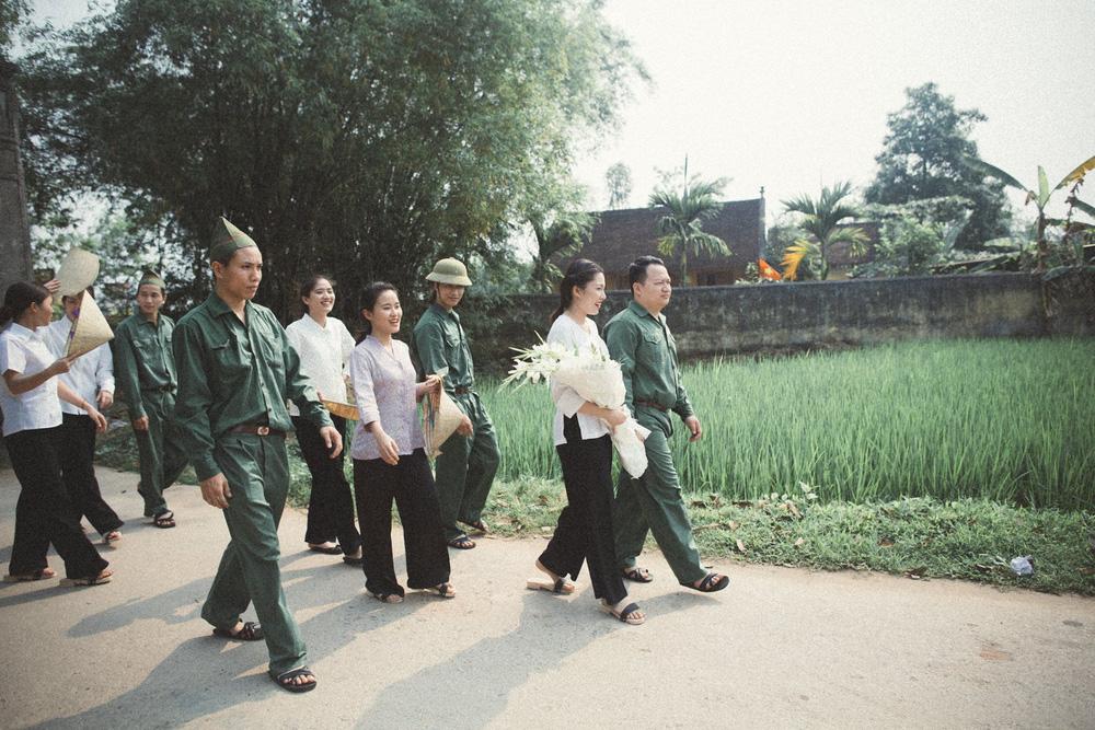 Bộ ảnh 100 năm đám cưới Việt Nam khiến người xem vừa lạ vừa quen - Ảnh 4.