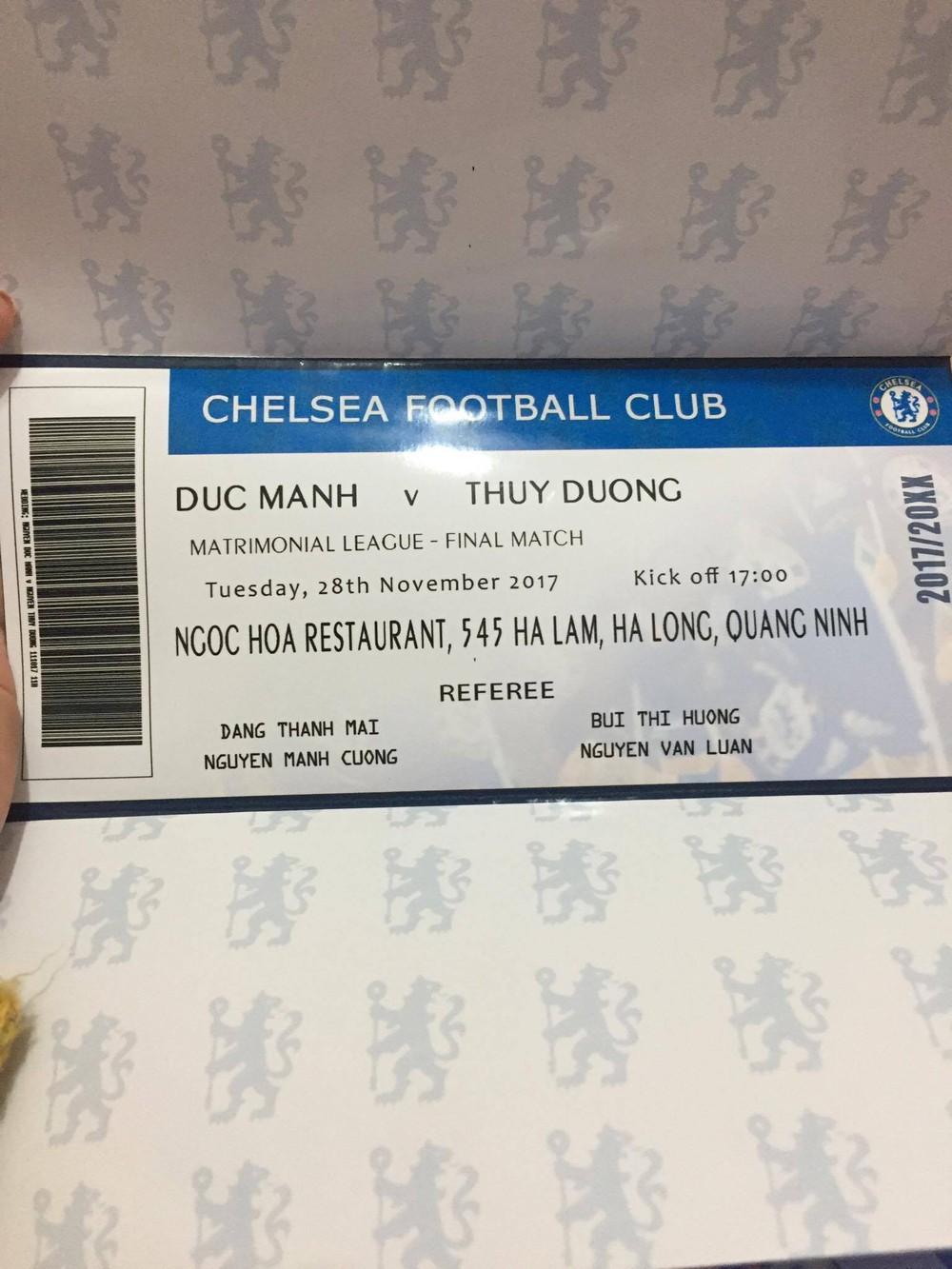 Thiệp cưới của cặp đôi cuồng Chelsea gây tò mò vì như vé xem bóng đá  - Ảnh 3.