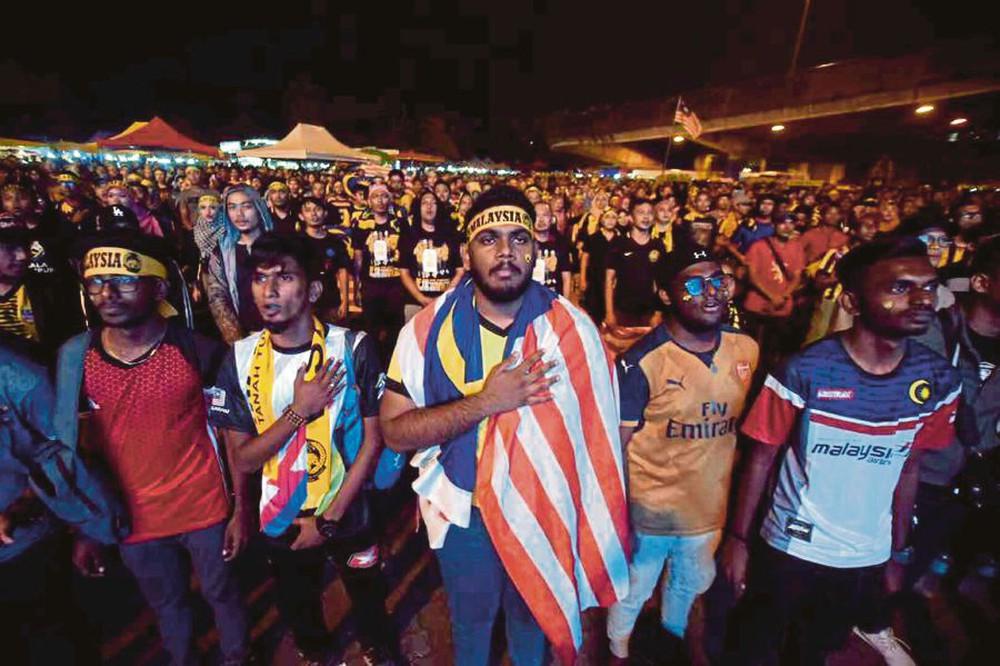 Phản ứng không ngờ của Malaysia với thủ môn tội đồ: Thương quá, Phí Minh Long! - Ảnh 4.