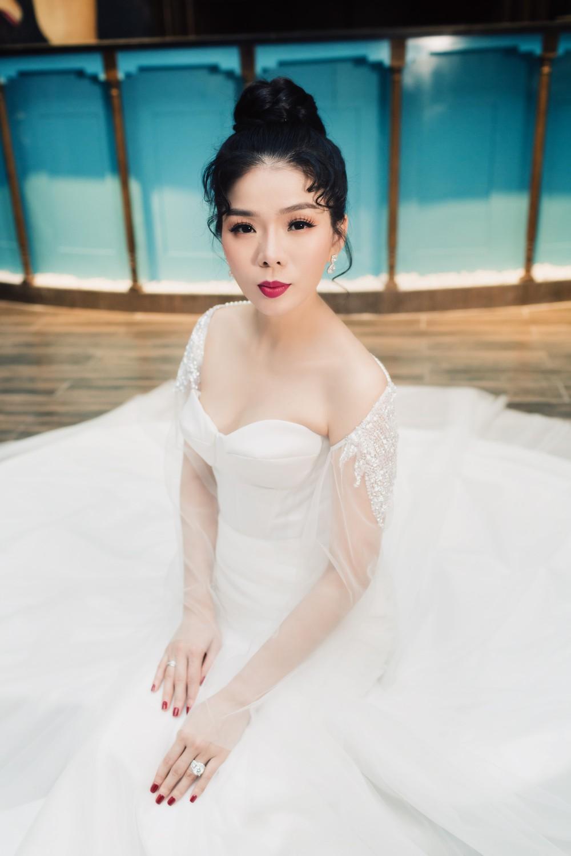 Ca sĩ Lệ Quyên xinh đẹp và sexy trong trang phục váy cưới - Ảnh 4.