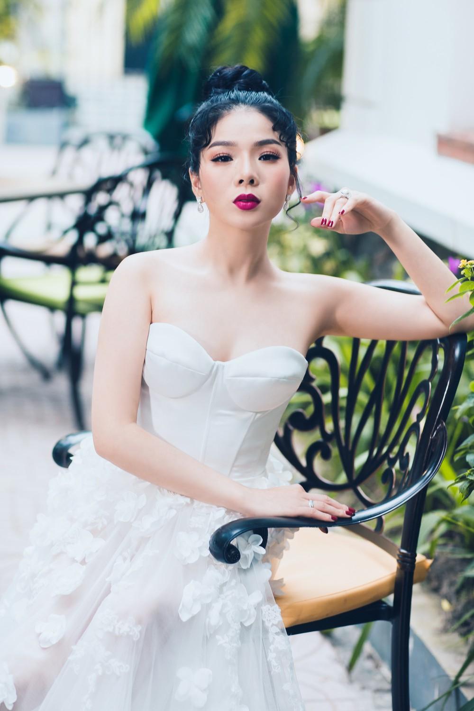 Ca sĩ Lệ Quyên xinh đẹp và sexy trong trang phục váy cưới - Ảnh 5.