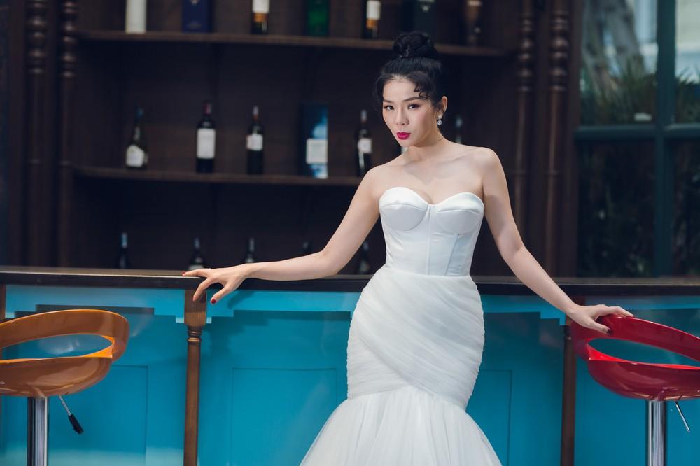 Ca sĩ Lệ Quyên xinh đẹp và sexy trong trang phục váy cưới - Ảnh 6.