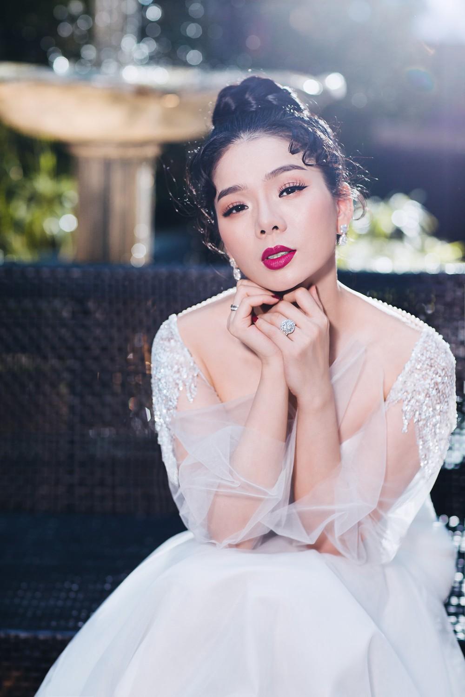 Ca sĩ Lệ Quyên xinh đẹp và sexy trong trang phục váy cưới - Ảnh 8.