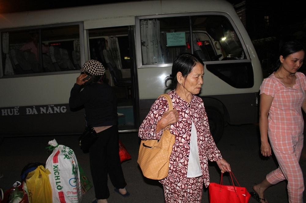 Hành khách trên chuyến tàu lật thảm khốc ở Huế: Được đưa ra ngoài tôi mới biết mình còn sống - Ảnh 1.