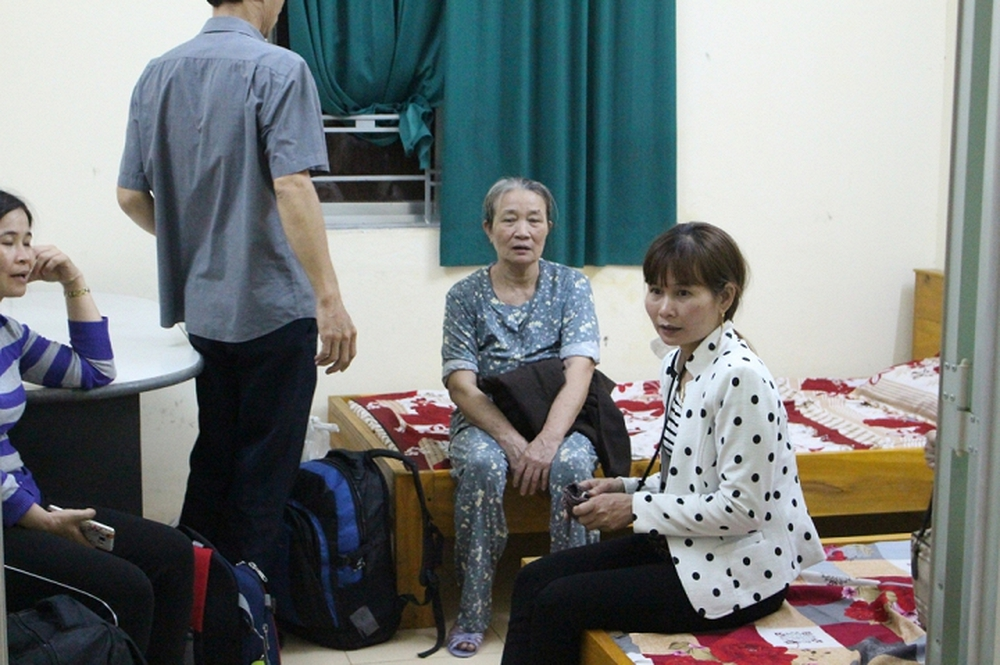 Hành khách trên chuyến tàu lật thảm khốc ở Huế: Được đưa ra ngoài tôi mới biết mình còn sống - Ảnh 2.