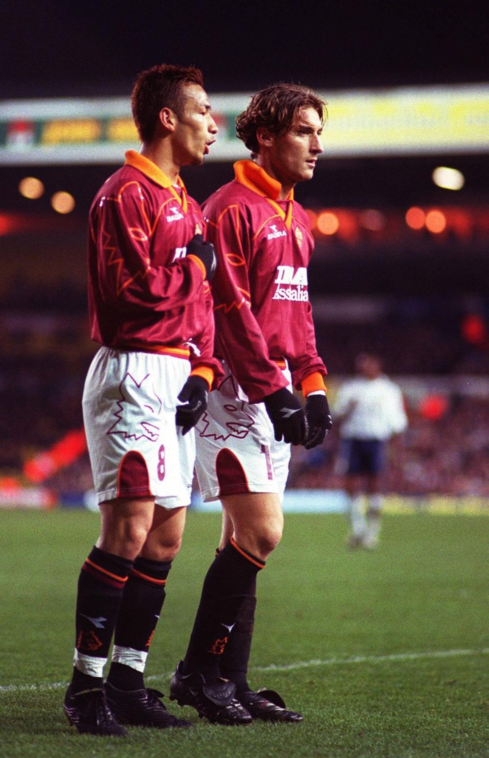 Hidetoshi Nakata: Biểu tượng bóng đá và thời trang, một David Beckham châu Á - Ảnh 3.