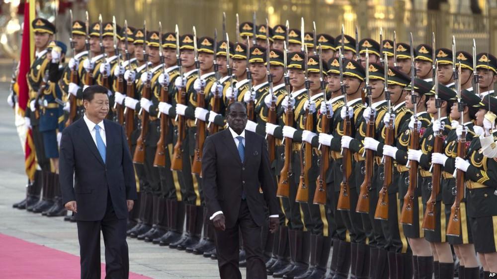 Tư lệnh Zimbabwe đến Trung Quốc 7 ngày trước vụ hạ bệ tổng thống Mugabe để làm gì? - Ảnh 3.