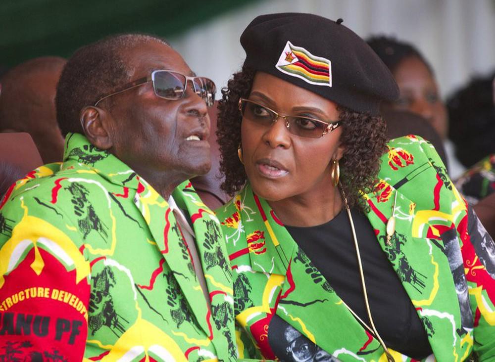 Tư lệnh Zimbabwe đến Trung Quốc 7 ngày trước vụ hạ bệ tổng thống Mugabe để làm gì? - Ảnh 2.