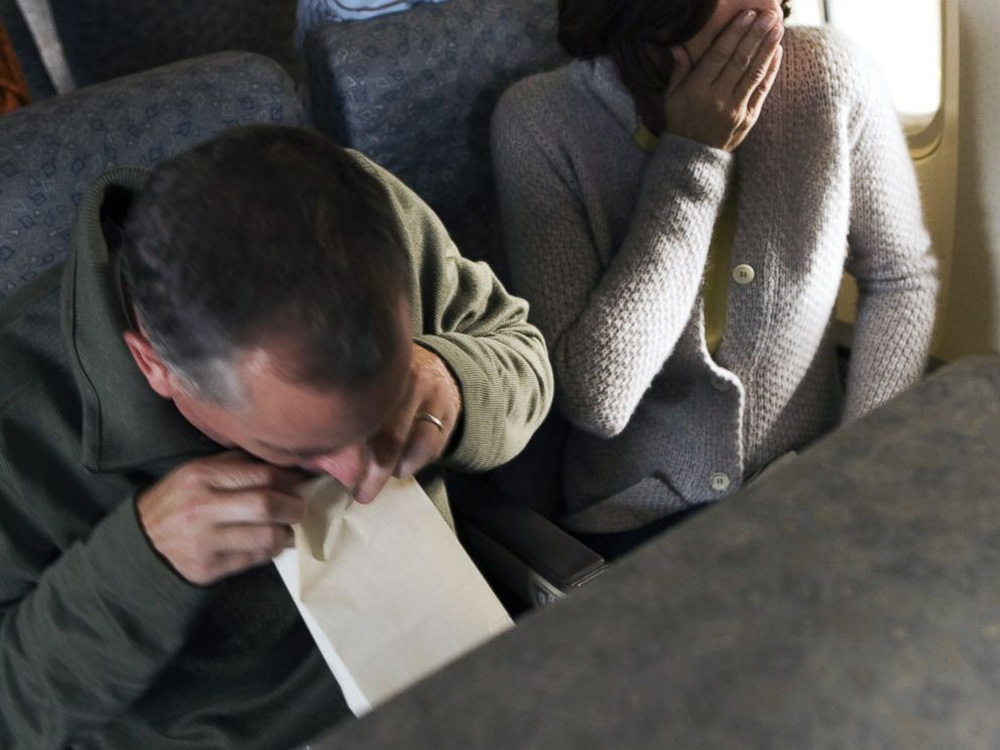 """1001 chuyện """"dở khóc dở cười"""" trên máy bay được chính tiếp viên hàng không tiết lộ - Ảnh 1."""